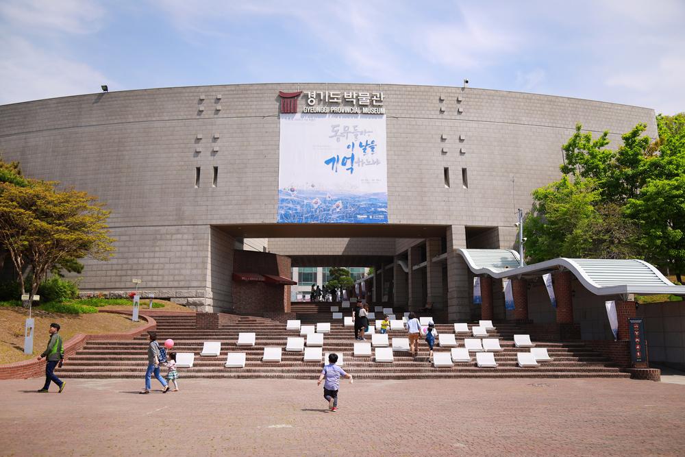 경기도박물관, 진입계단 '가마 의자' 쉼터 제공-경기방송